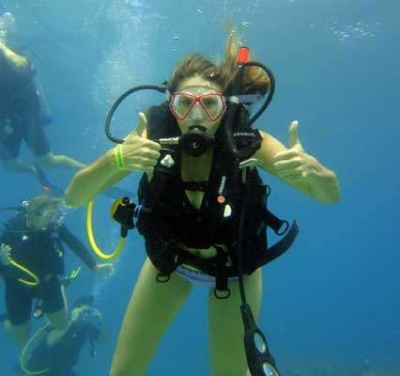 scuba diver learning to dive in Grenada with Eco Dive